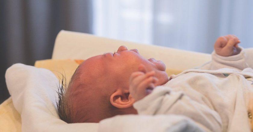 Penyebab Bayi Rewel dan Cara Mengatasi Agar Tenang