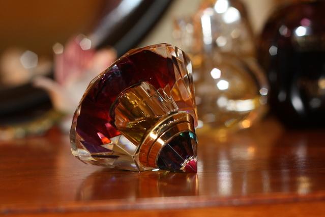 Memanfaatkan Botol Parfum Bekas