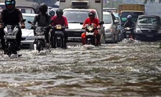 Berkendara di banjir