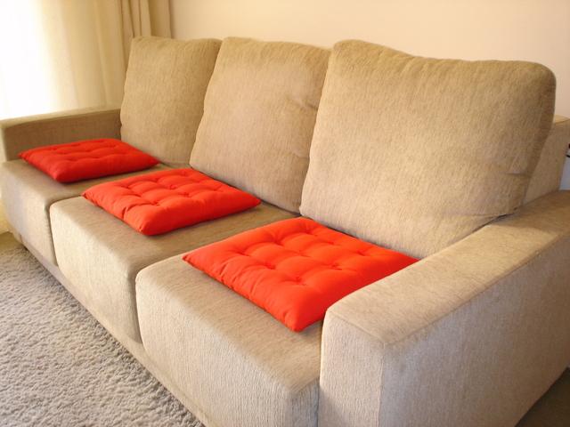 Merawat Sofa Tetap Cantik