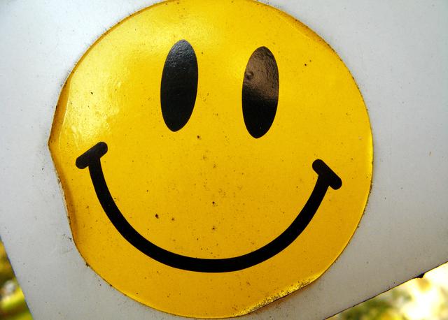 Tips Melepaskan Stiker pada Kaca