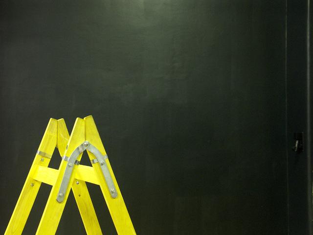 Mengatasi Bekas Bobokan Dinding